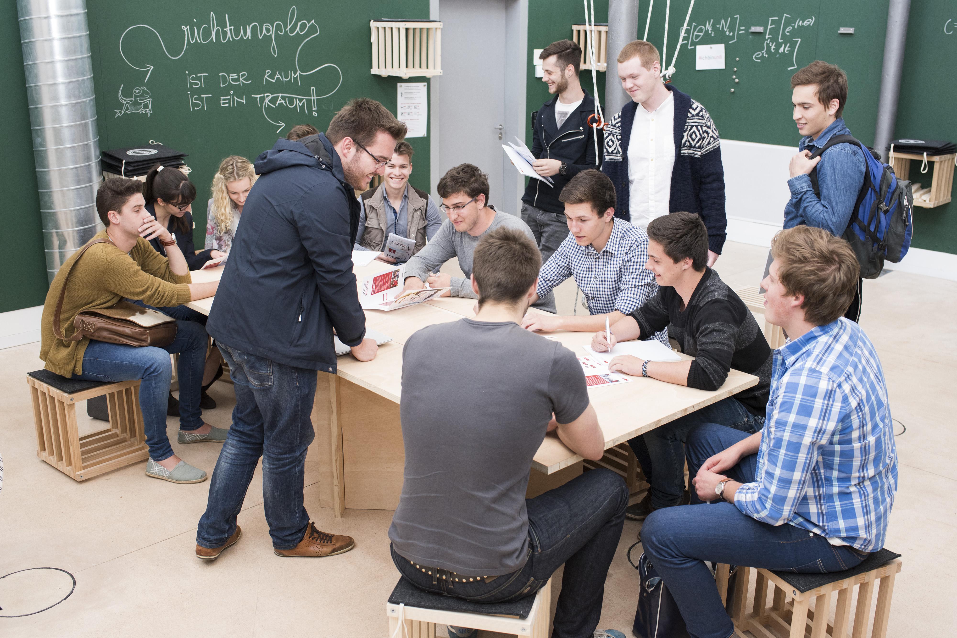 Veranstaltungsarchiv architektur university of liechtenstein for Uni architektur